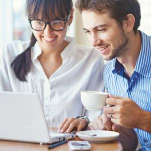 guy-girl-coffeeshop-computer-meeting